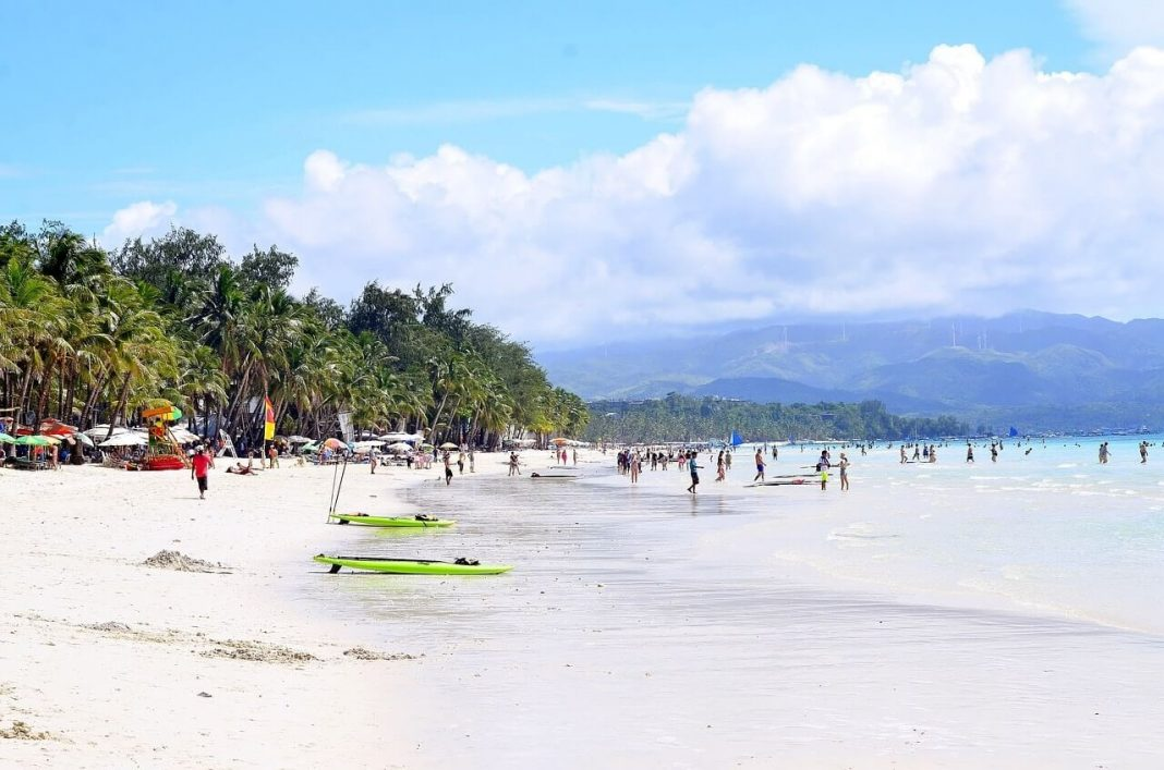 Boracay beach Image by travelphotographer from Pixabay